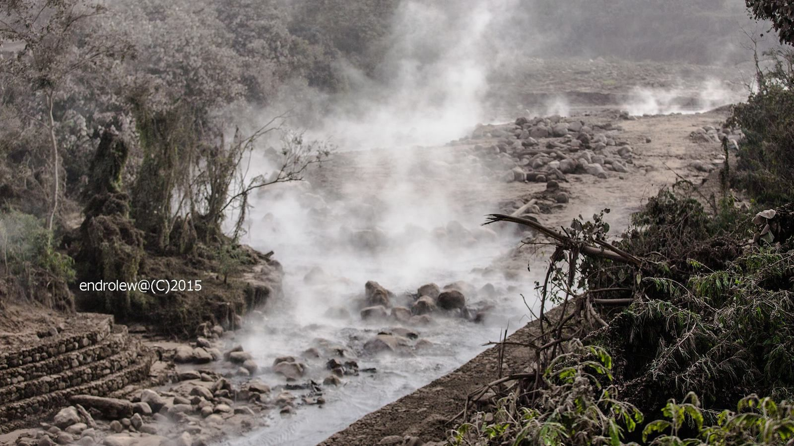 Sinabung - lahar on Lau Borus river - photos endrolew@ 05.03.2015