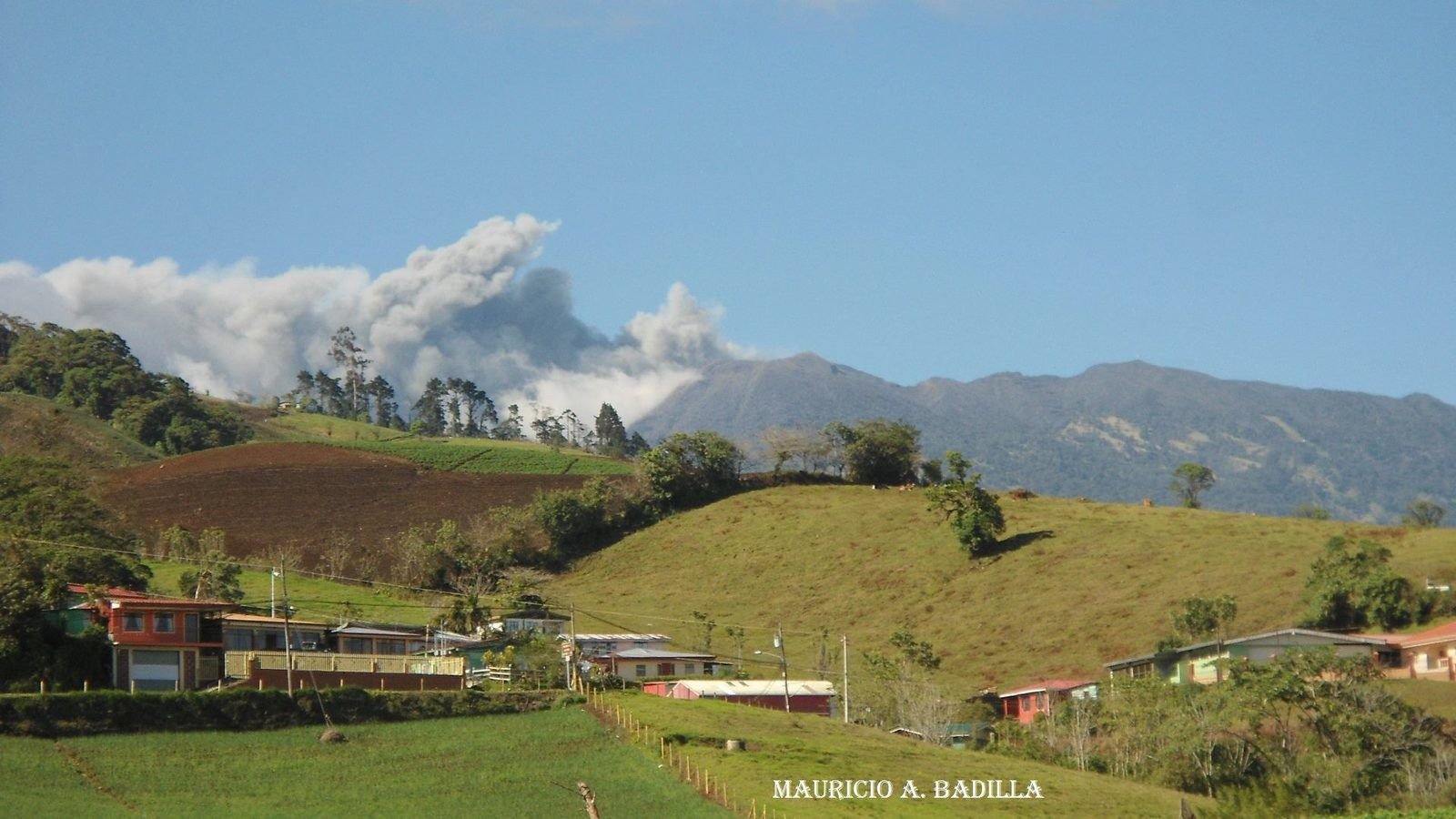 Turrialba - éruption de cendres du 08.03.2015 / 15h - photo Mauricio Alejandro Masis  / RSN