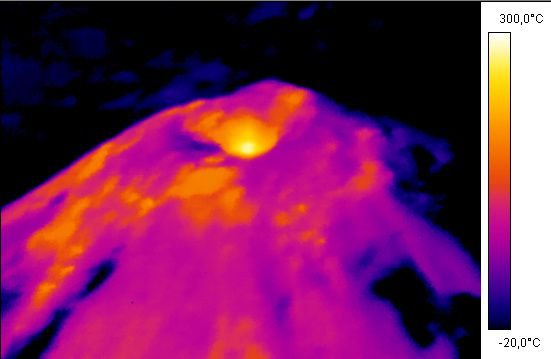 Villarica - 03/25/2015 - Thermal camera shows the summit thermal anomaly - doc.Sernageomin / Twitter