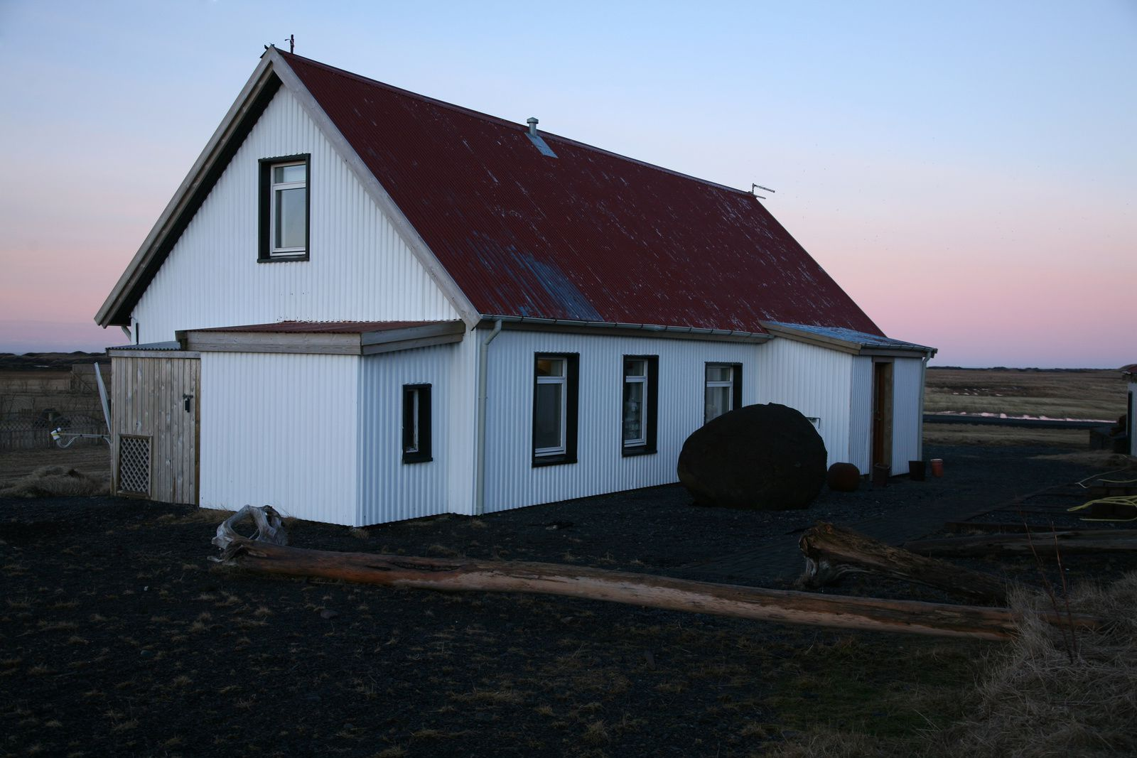 "Le Grand Guesthouse Garðakot, notre ""camp de base"" - photo © Bernard Duyck 2015"