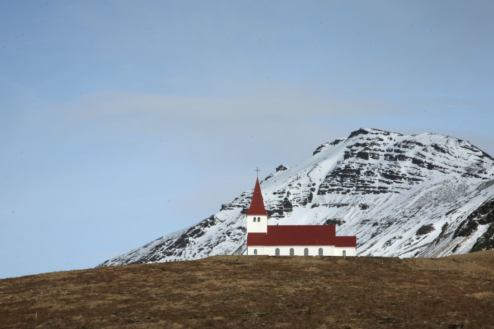 L'église de Vik sur la colline - photo © Bernard Duyck 2015