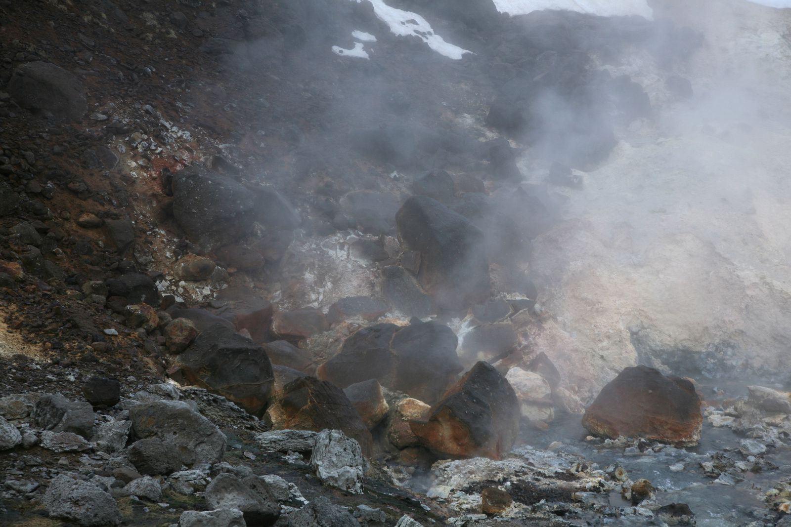 The geothermal field Krísuvík-Seltun - fumaroles and altered rocks - photo © 2015 Bernard Duyck