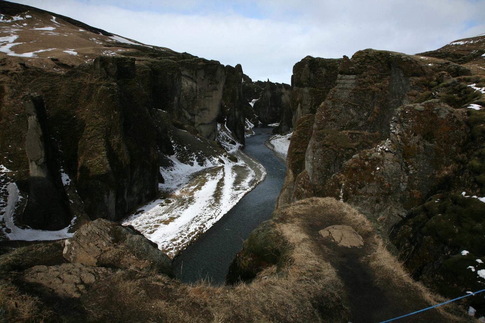 Fjaðrárgljúfur : un canyon creusé dans la palagonite. - photo © Bernard Duyck 2015