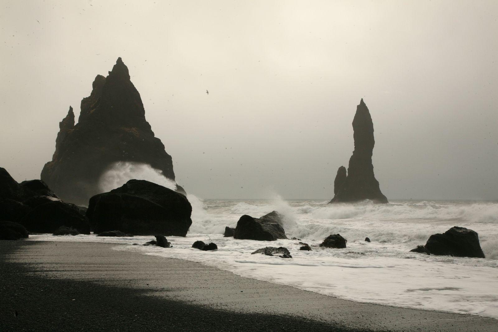 Needles of Reynisdrangar, views from the beach of Reynisfjara the next day ... drizzle and high tide - photo © 2015 Bernard Duyck