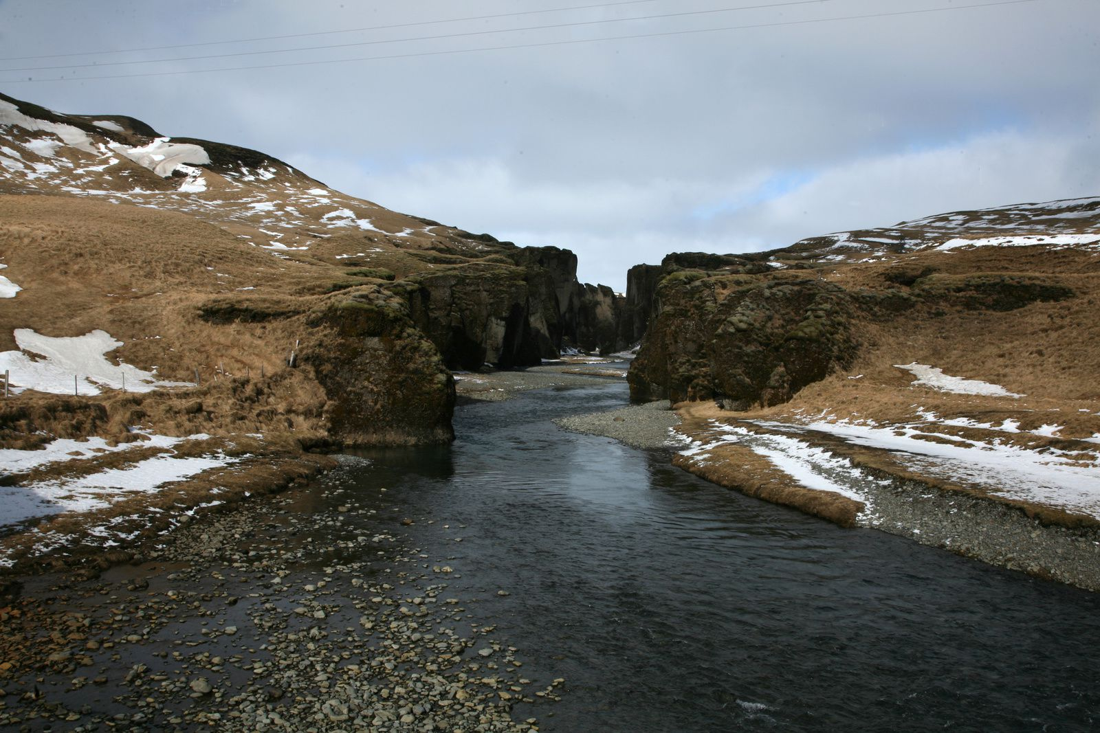 Fjaðrárgljúfur canyon views from the level of the river Fjaðrá - photo © 2015 Bernard Duyck