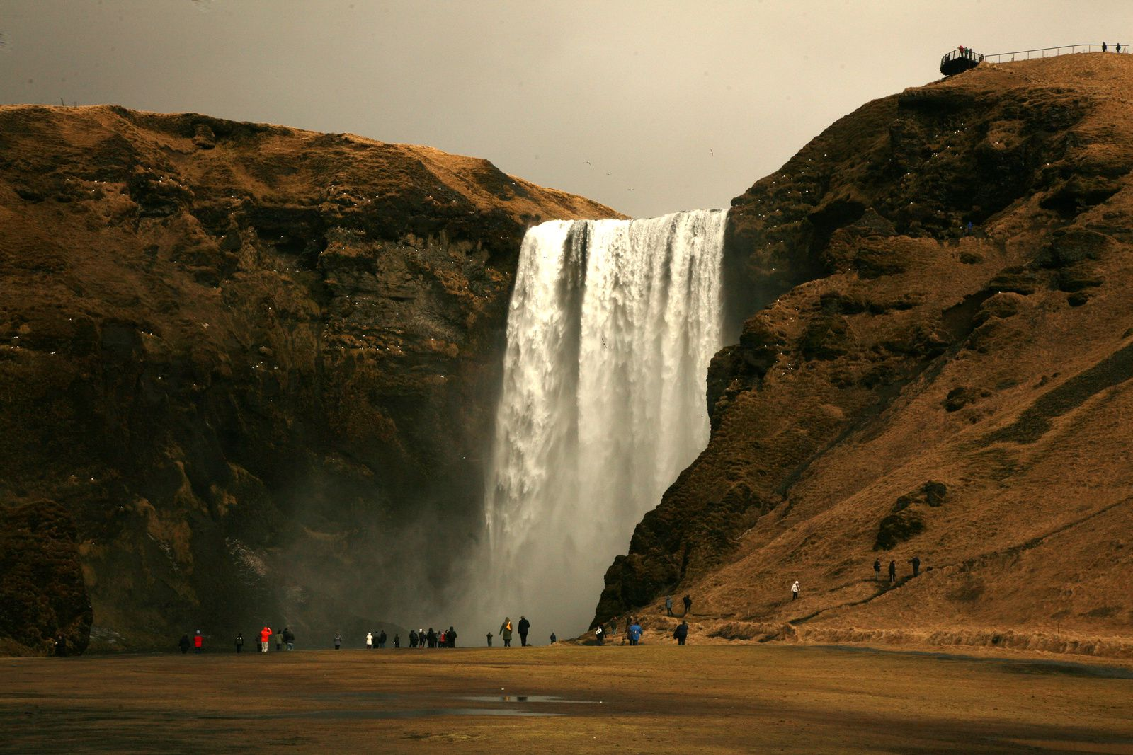 Skógafoss, under the rainfall - photo © Bernard Duyck 2015