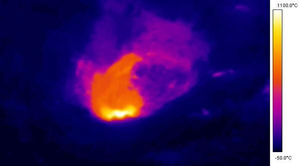 Villarica - Overview of 10 April 2015 and temperature measurement with the thermal camera - Doc. SERNAGEOMIN