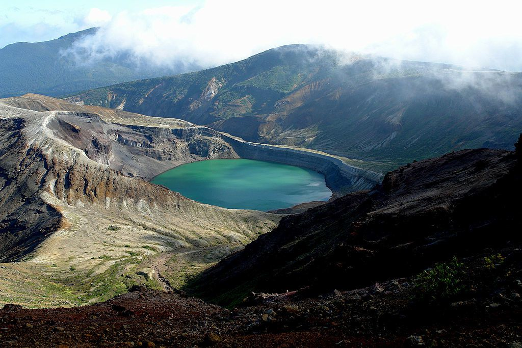 Zaosan - the Okama crater and his crater lake - photo Wiki