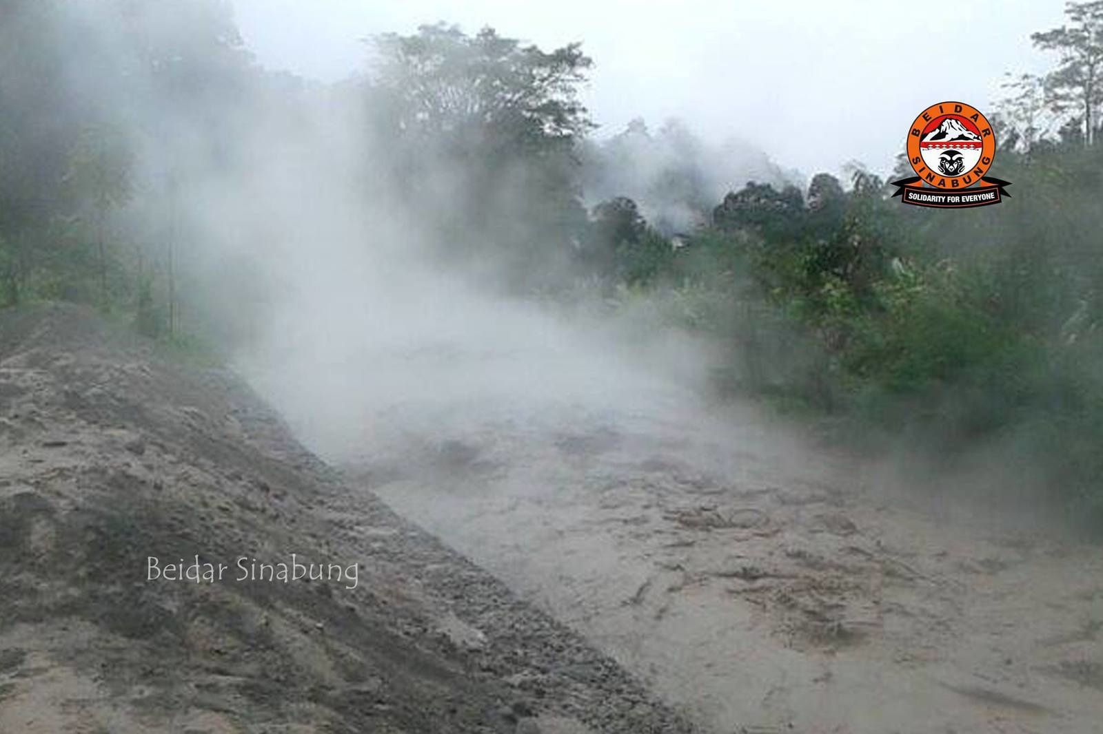 Lahar of the Sinabung 12/04/2015 - photo Beidar Sinabung