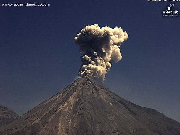 Explosions in the Colima on14.04 at 12:32 and on 15.04 at 12:16 - Webcams Mexico / Retuit