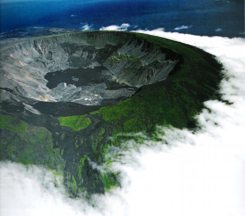 The caldera of Sierra Negra / Galapagos - photo http://ishpingotours.com