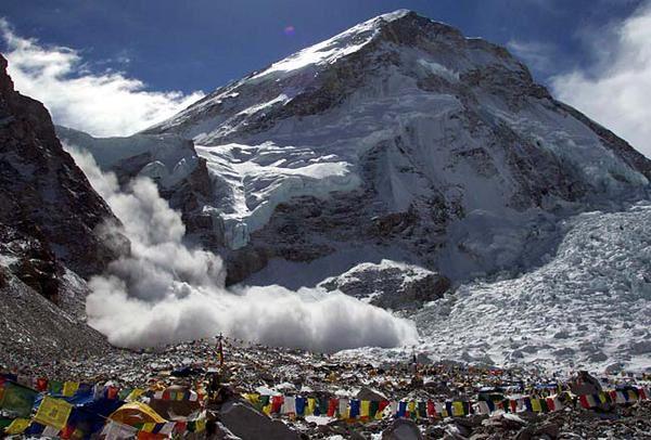 Avalanche consécutive au séisme sur la face sud de l'Everest - Doc. EGU