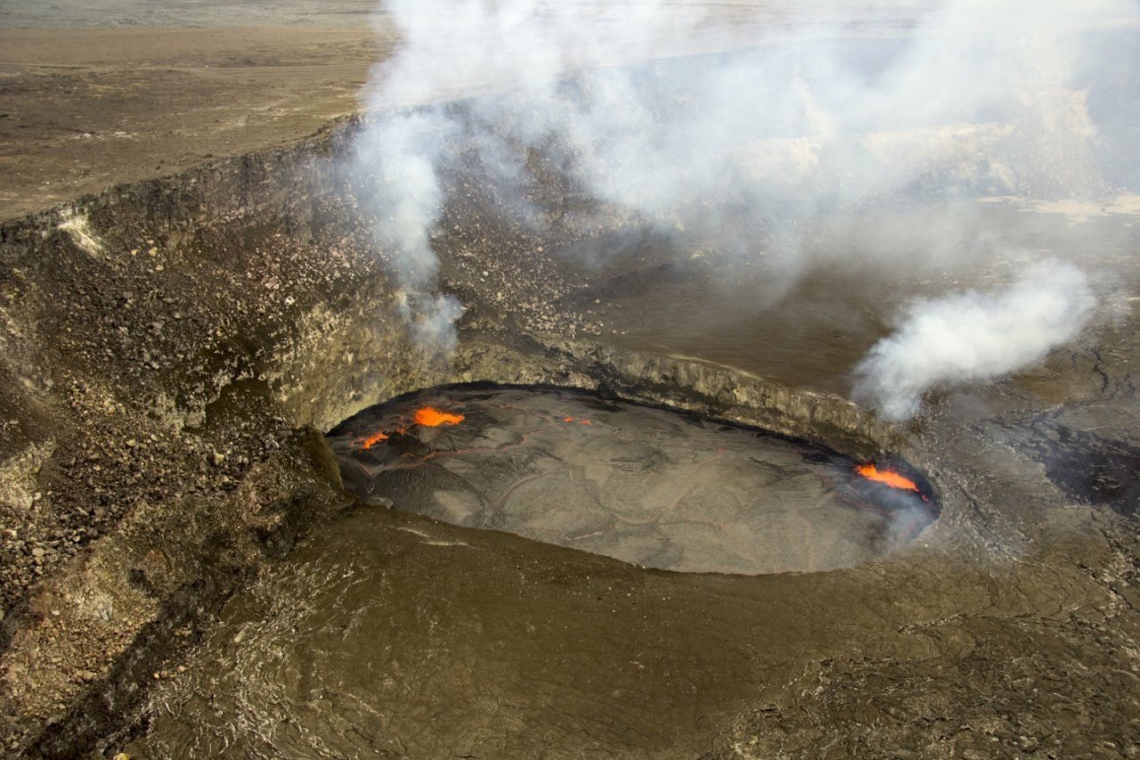Overlook crater - 23/04/2015 - The level of the lava lake is 20 meters under the edge - photo HVO