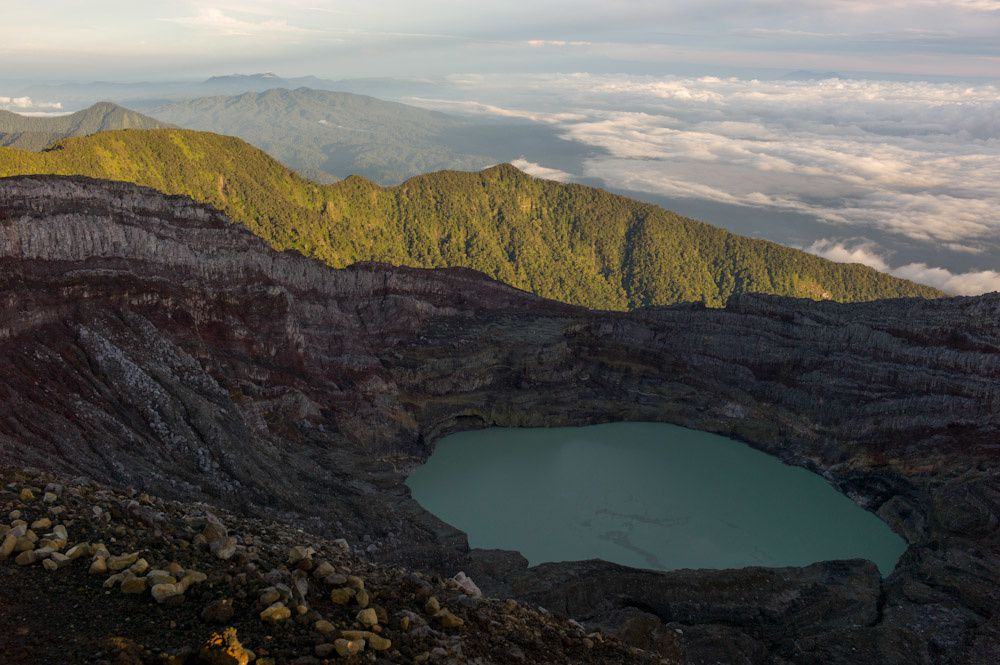 Le lac acide sommital du Gunung Dempo - photo indovolcano