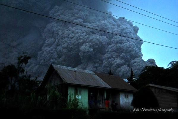 Sinabung - The cloud is close to residential areas - photo 2015.04.28 / 6:30 p.m. / Jefri Sembiring