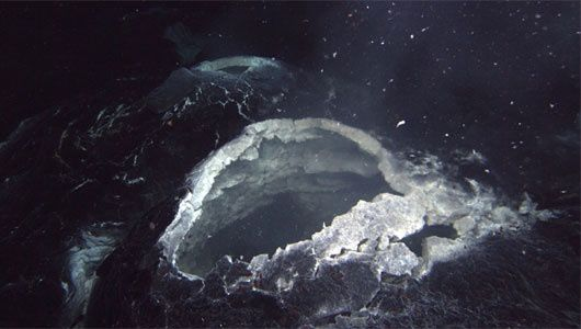 Eruptive vent of Axial Seamont - photo Bill Chadwick / OSU / 2011