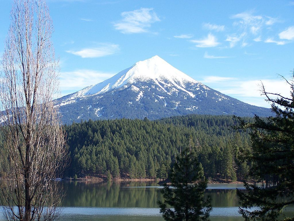 The Mount McLoughlin, from Willow Lake / Oregon - photo Little Mountain5