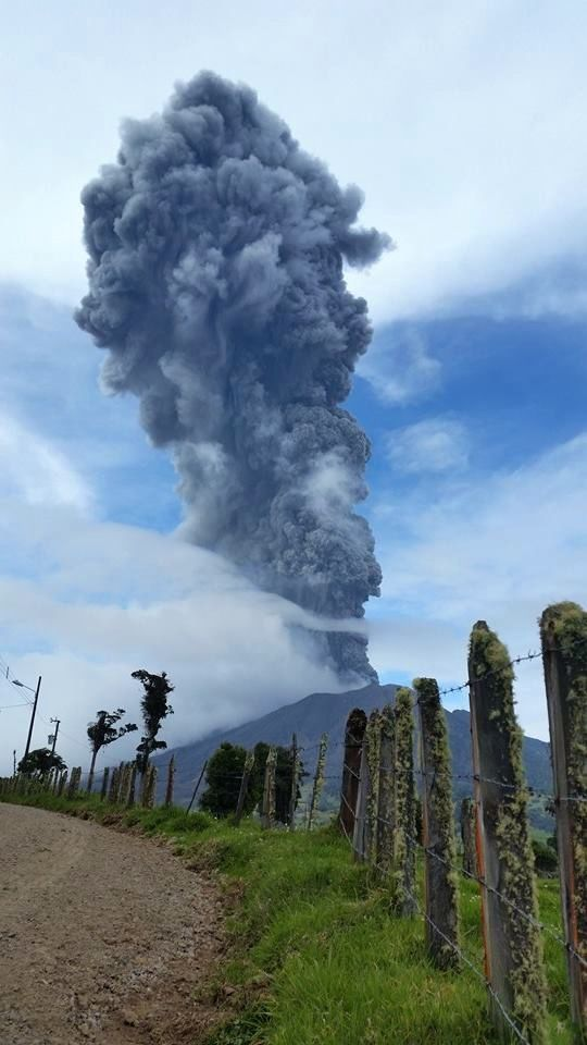 Turrialba - eruption of 4.5.2015 - photo Paul Lachner / via RSN