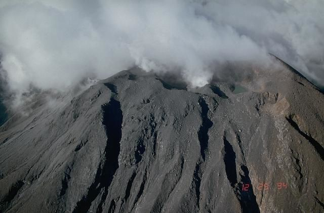 Bulusan summit - archive photo USGS / Newhall