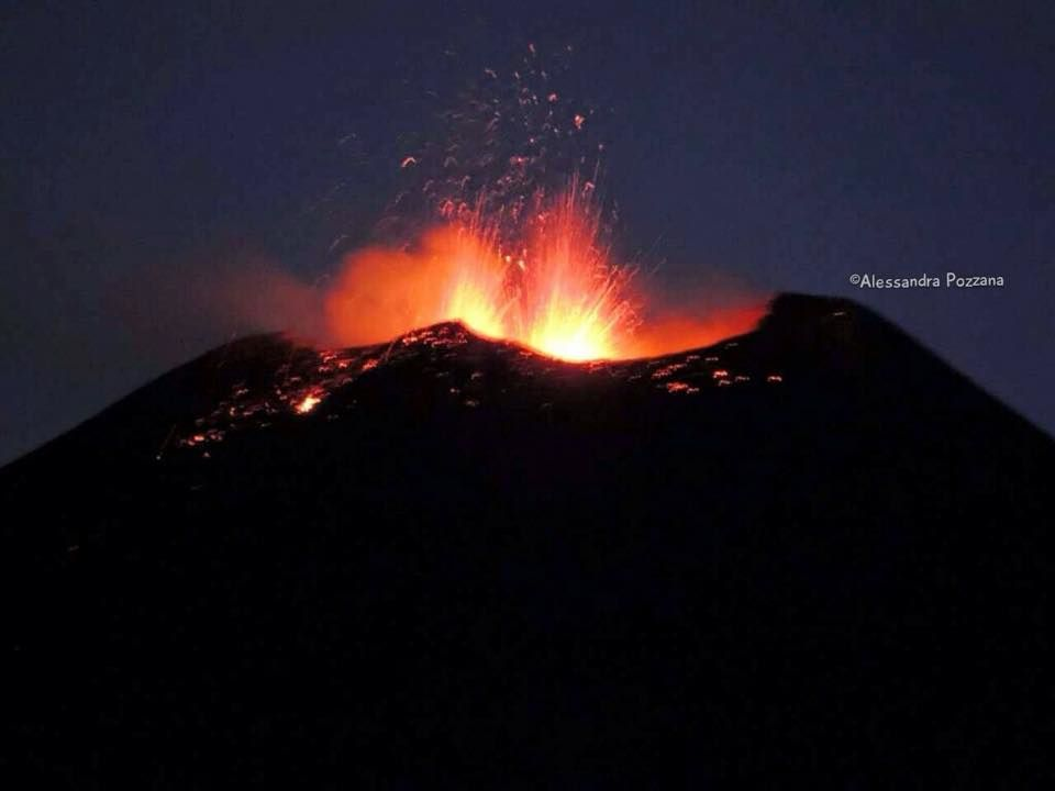 Etna NSEC - 2 bouches actives le 12.05.2015 - photo alessandra Pozzana / via Etnativo