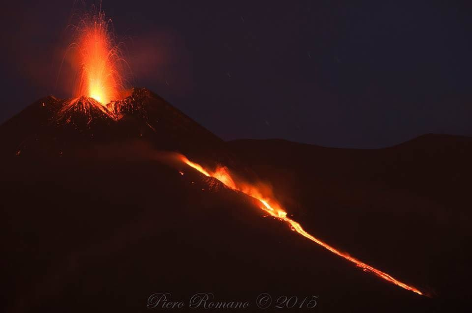 Etna NSEC - 05.13.2015 - effusive and explosive activity - photo Piero Romano / via EtNativo