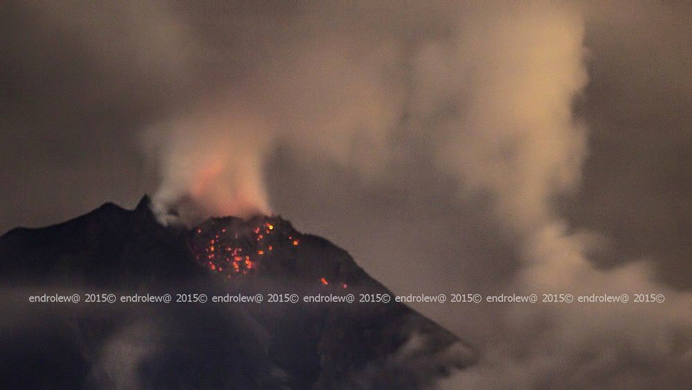 Sinabung - the night glow lobe 14.05.2015 / 1:27 - photo endrolew @