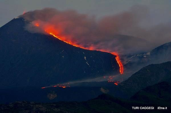Etna : situation le 16.05.2015 à l'aube  - photo Turi Caggegi / iEtna