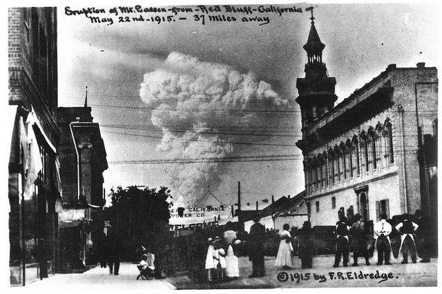 Le panache éruptif du Lassen Peak, vu de Red Bluff  le 22 mai 1915 - archives F.R.Eldredge wordpress