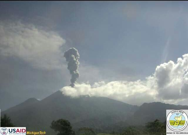 Fuego / Guatemala - 17.05.2015 - photo Insivumeh