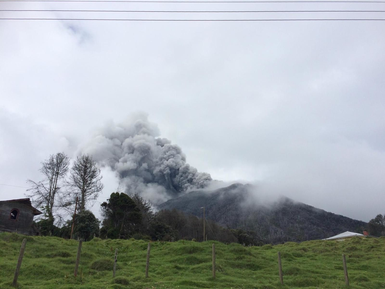 Turrialba - the ash plume of 05/17/2015 - photo Reina Sánchez S. via RSN