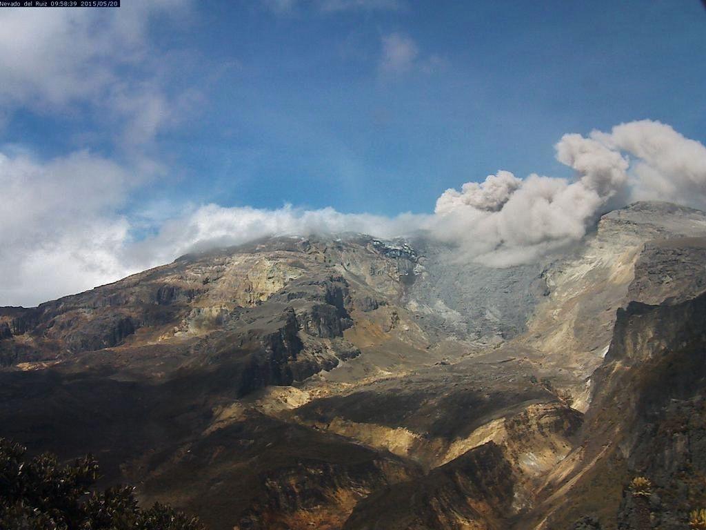 Nevado del Ruiz - panache de cendres du 20.05.2015 - webcam ob.Manizales