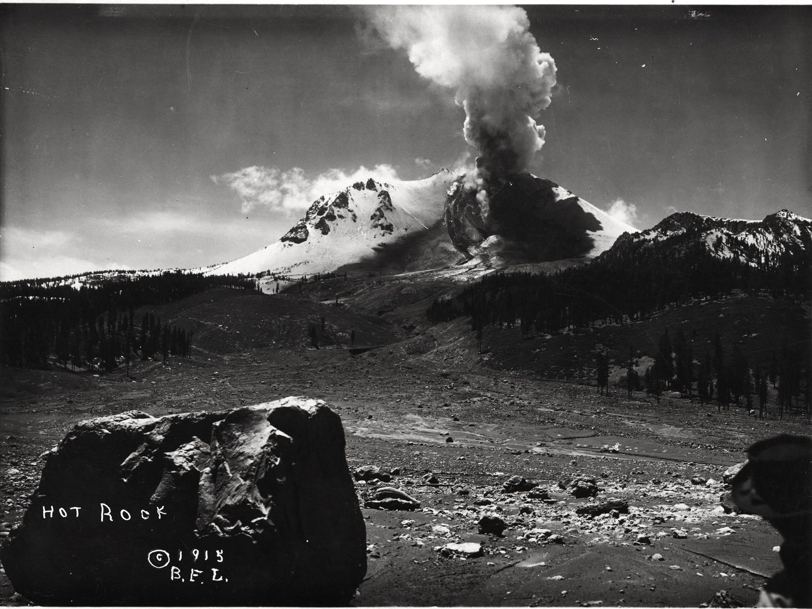 "Lassen Peak - Devastated area created by the explosion of 19.05 - the ""Hot Rock"", still a hot boulder at the photo taken by BF Loomis between 19 and 05.22.1915 - Archive VI-PH-C1. 63 / Lassen NPS / Flickr"