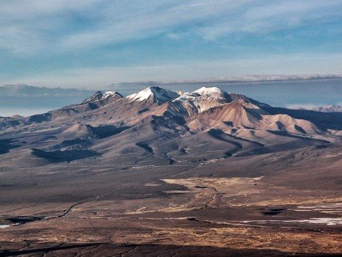 The Nevados de Quimsachata: from left to right, the Capurata, the Acutango and the Guallatiri, seen from the slopes of Sajama - photo Summitpost