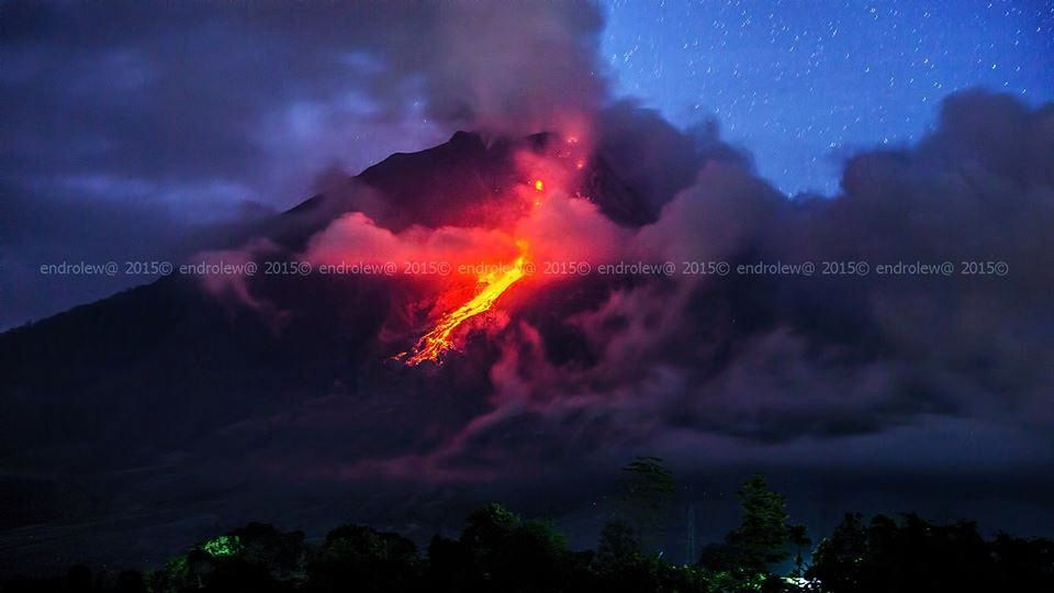 Sinabung - the avalanche of incandescent blocks 10.06.2015 / 7:35 p.m. - photo endrolew@