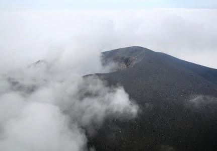 Asama-yama. - Photo dated from 11.06, the cloud coverage of today did not allow a direct observation. - Doc. Japan News