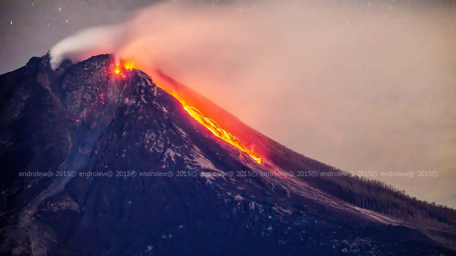 Sinabung 06.18.2015 / 1:05 a.m. - dome-lobe always in place and avalanche of blocks- photo endrolew@