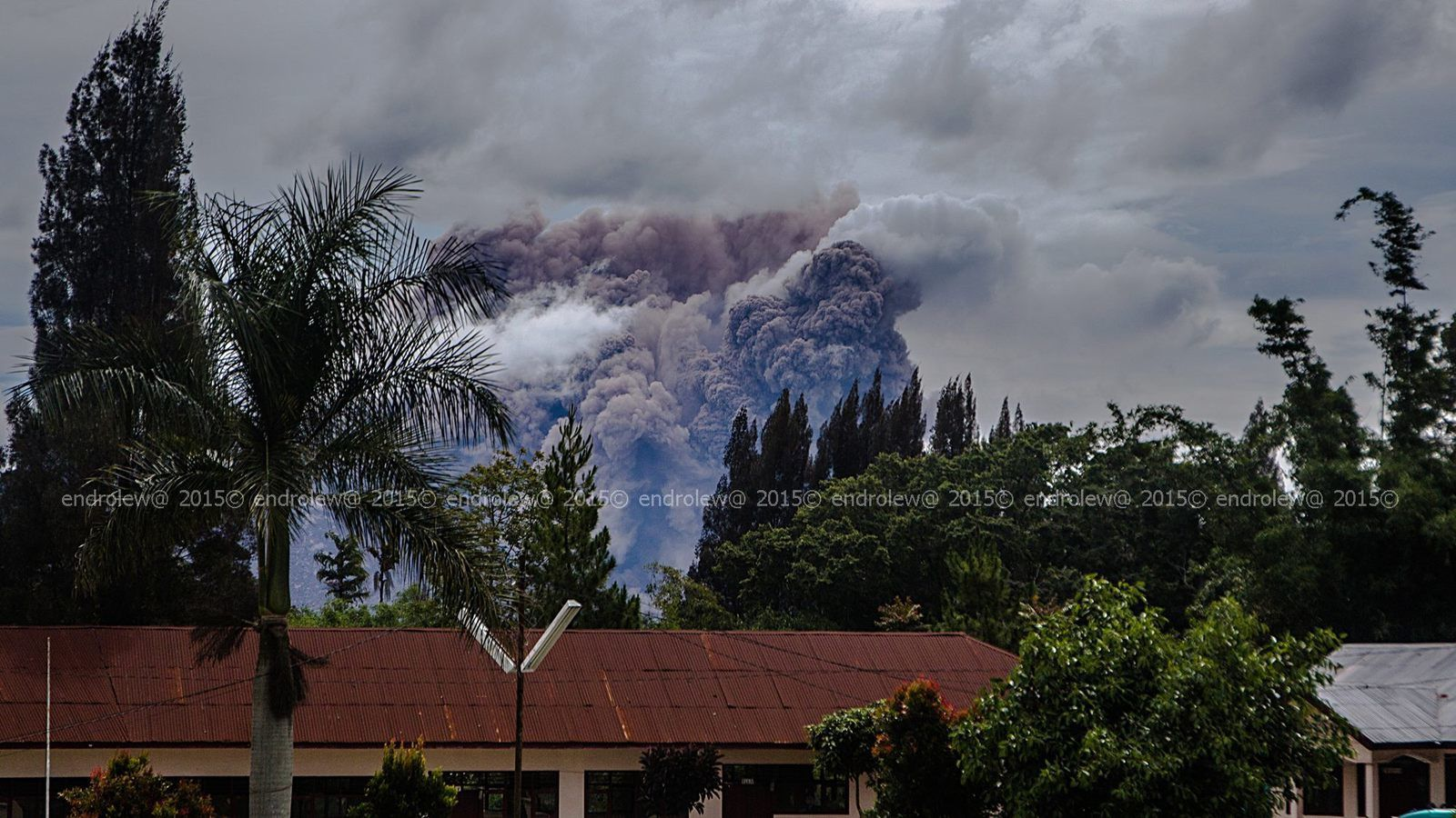 Sinabung the 06.17.2015 / 14h - pyroclastic flow - photo endrolew@