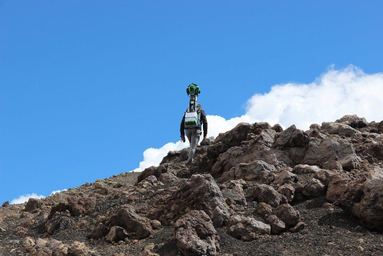 Etna - preparatory work by a trekker - photo Turi Caggegi / iEtna