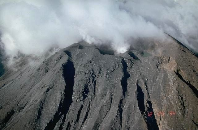 Sommet du Bulusan - photo d'archives USGS / C.Newhall