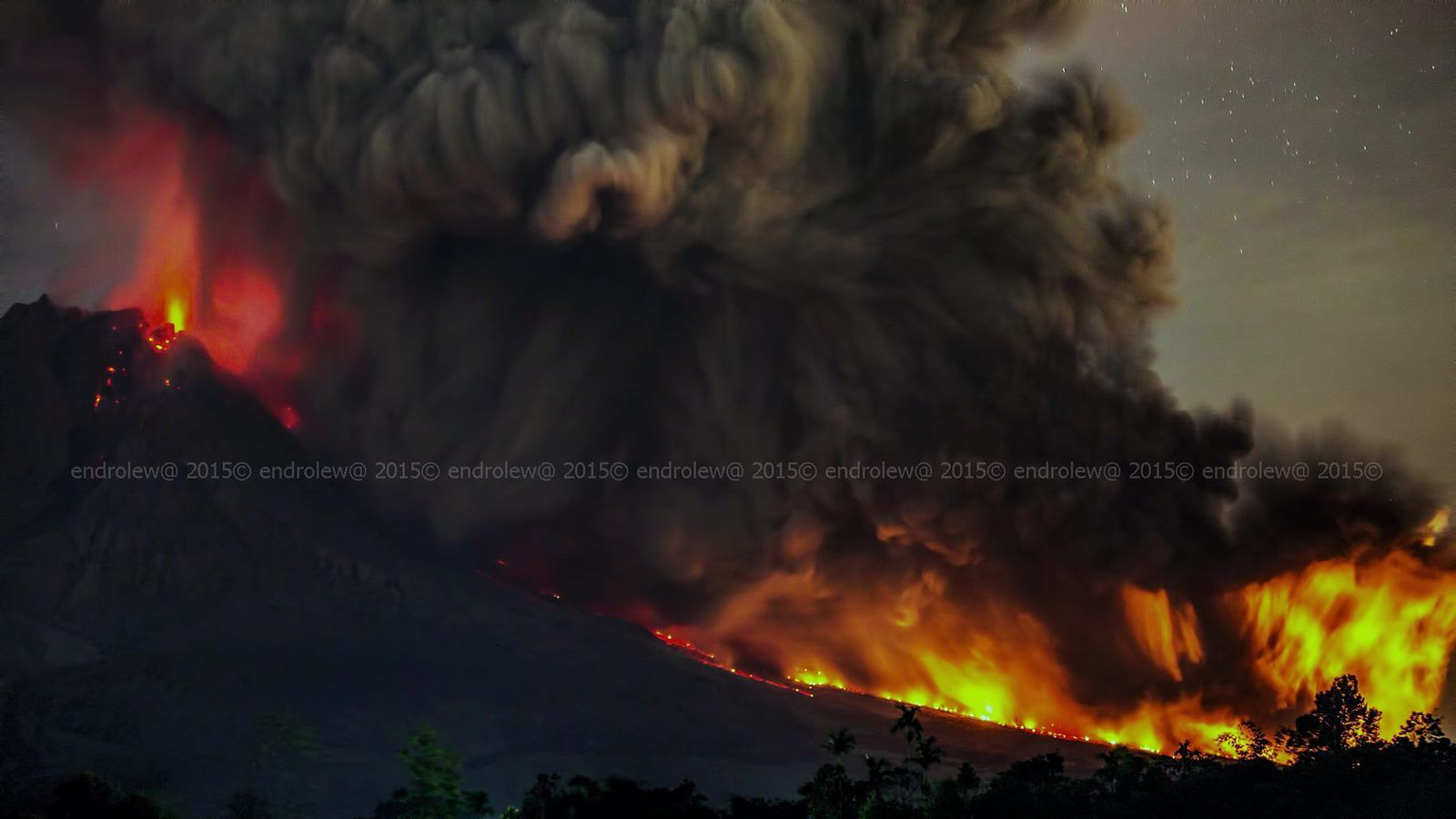 Sinabung - 28.06.2015 / 2h39 & 2h40 - photos endrolew@