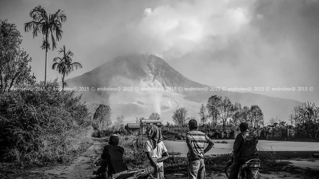 """Living under an active volcano"" - photo Mbah Lewa / 04.2015 / Sinabung"
