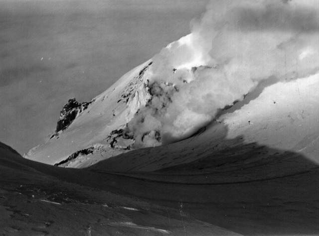 Le cratère du volcan Beerenberg / Jan Mayen - photo Nordic Volcanological Institute / janvier 1985.