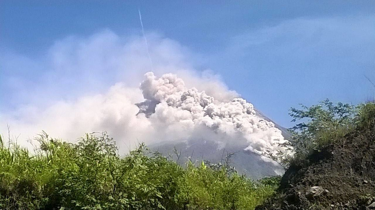 Fuego - pyroclastic flow in the barranca Las Lajas on 07/01/2015 - photo Conred