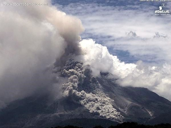 Colima -  la coulée pyroclastique vers 14 h - photo webcamsdeMexico