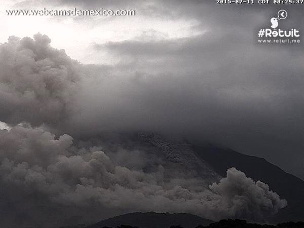 Colima - small pyroclastic flow from 07.11.2015 / 8:29 - photo webcamsde Mexico