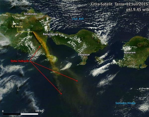 Raung - dispersion du panache de cendres  le 12.07.2015 - doc. satellite Citra / Sutopo Purwo Nugroho / Twitter via BNPB