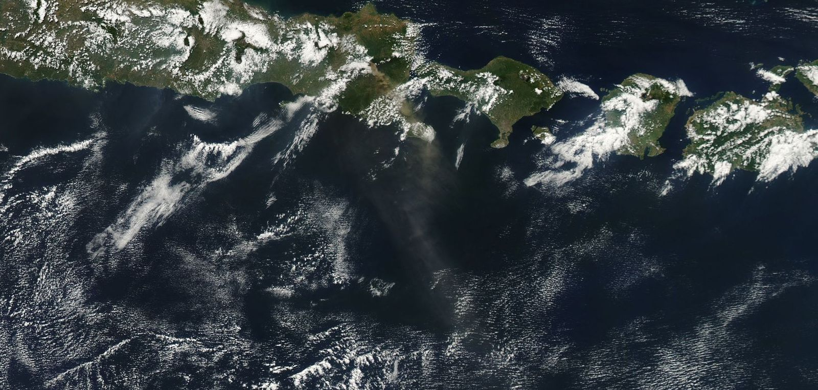 Raung - dispersion of the ash plume 07/13/2015 - doc.Eodis Nasa Worldview