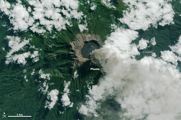 Raung - caldera Raung almost completely filled by recent lava flows - Image 8 Nasa LMandsat Oli 07.11.2015