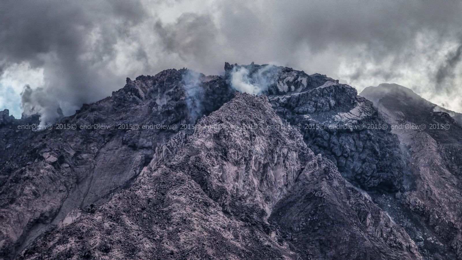 Sinabung - both lobes of the volcano, the left is cut off from its central part - 12.07.2015 / 3:11 p.m. - photo endrolew@