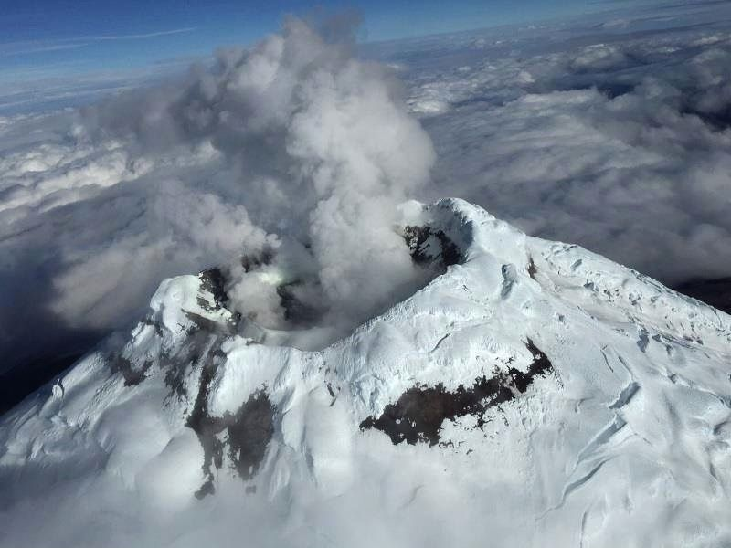 The summit and the crater of Cotopaxi July 8, 2015 - photo tomada Prensa Quito.Gob.Ec.